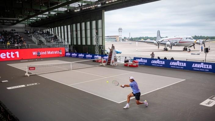Sport Bilder des Tages Tennis Berlin 17.07.2020 Bett1aces Turnier im ehemaligen Flughafen Berlin-Tempelhof Hangar 6 Spie