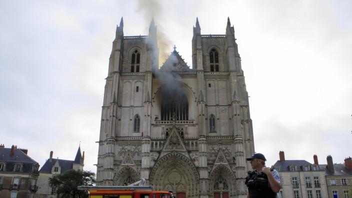Kathedrale von Nantes: Die Kathedrale Saint-Pierre-et-Saint-Paul in Nantes: Der Brand konnte vergleichsweise schnell unter Kontrolle gebracht werden.