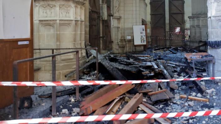 Nantes: Innenraum der zerstörten Kathedrale nach einem Brand 2020