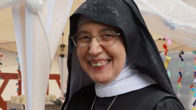 Kirchenasyl: Mutter Mechthild Thürmer hat schon mehrmals Asylbewerber in ihrem Kloster aufgenommen.
