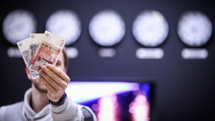 British pound 10 12 2018 Croatia Zagreb British pound PUBLICATIONxINxGERxSUIxAUTxHUNxONLY Igor