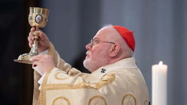 Kardinal Marx weiht Priesteranwärter