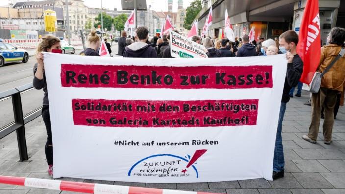 Kaufhofbeschäftigte fordern am Stachus Solidarität
