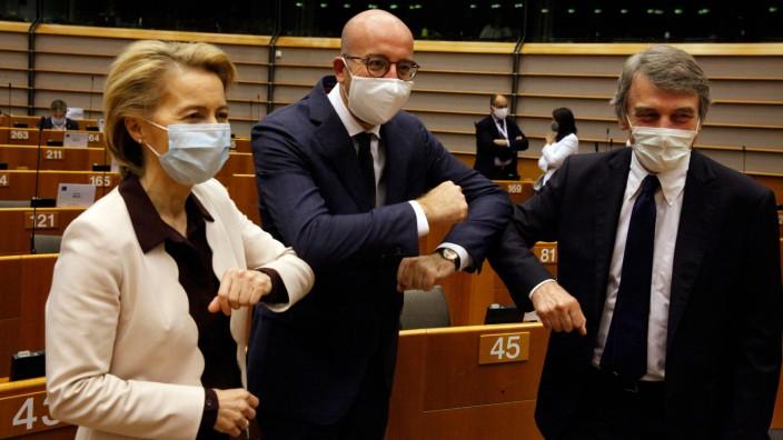 EU-Parlament: Ursula von der Leyen, Charles Michel und David-Maria Sassoli in Brüssel