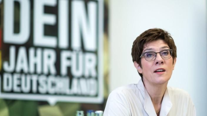 Annegret Kramp-Karrenbauer, Freiwilligendienst in der Bundeswehr