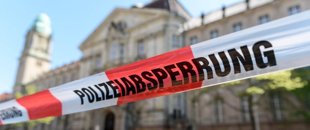 Nach einer E-Mail mit einer Bombendrohung und der Unterschrift NSU 2.0 wird das Berliner Landgericht Berlin und von der