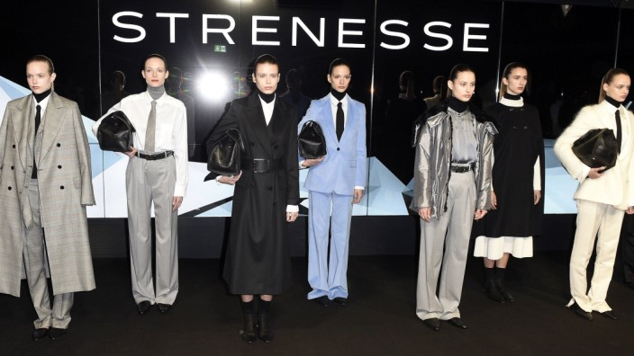 Models bei der Strenesse Fashion Show auf der Berlin Fashion Week Autumn Winter 2018 im The Gate Bra