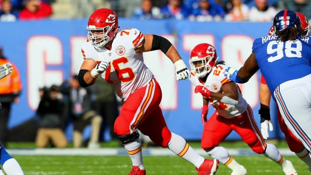 EAST RUTHERFORD, NJ - NOVEMBER 19: Kansas City Chiefs offensive guard Laurent Duvernay-Tardif (76) during the first qua