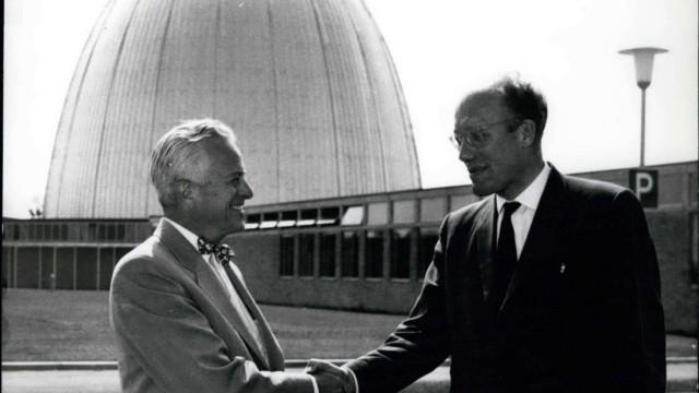 Forschungsreaktor in Garching bei München wird stillgelegt, 20. Jahrestag am 28. Juli Jul. 12, 1958 - Visiting the Munic