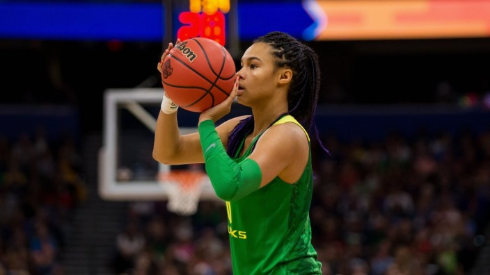 TAMPA, FL - APRIL 05: Oregon forward Satou Sabally (0) plays in 2019 NCAA College League USA Women s National Semifinal