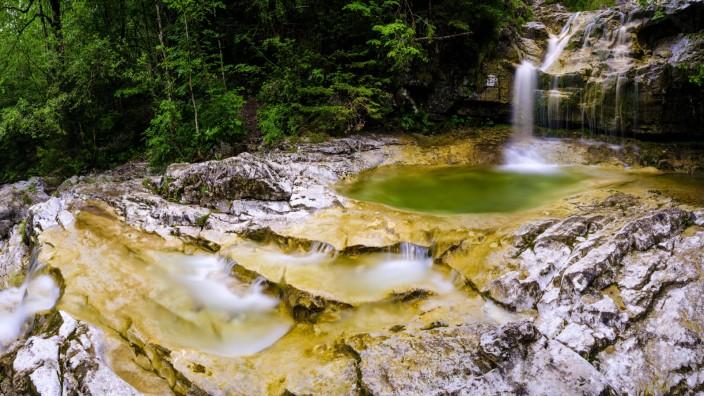 Wasserfall am KËÜnigsbach Nationalpark Berchtesgaden SchËÜnau am KËÜnigssee Berchtesgadener Land Ba