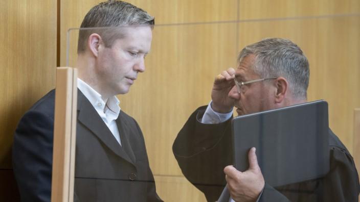 Prozess im Mordfall Lübcke: Stephan E. und der Verteidiger Frank Hannig