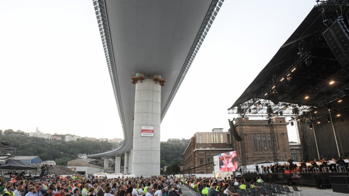 Brücke in Genua vor Eröffnung