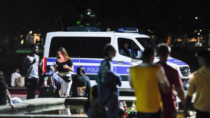 Stuttgart Schlosspark Jugendliche Polizei