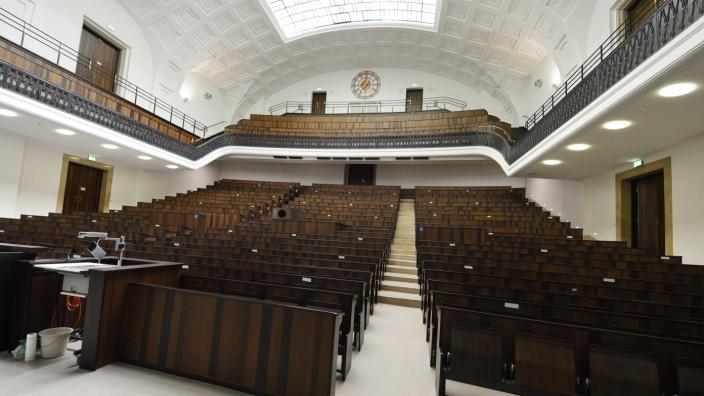 Ludwig-Maximilians-Universität: Noch ist der Audimax der LMU München leer. Bald werden hier wieder Studierende Platz nehmen können.