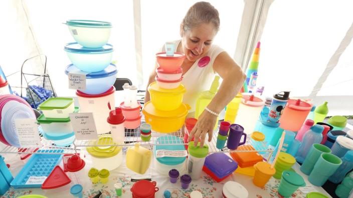 July 20, 2016 - Eustis, FL, USA - Beau Byrne arranges her Tupperware display in a vendor s area