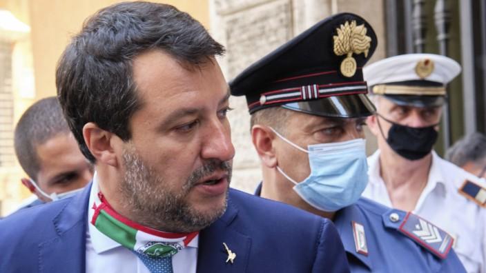 Politik in Italien: Italiens ehemaliger Innenminister Salvini nahe des Senats in Rom