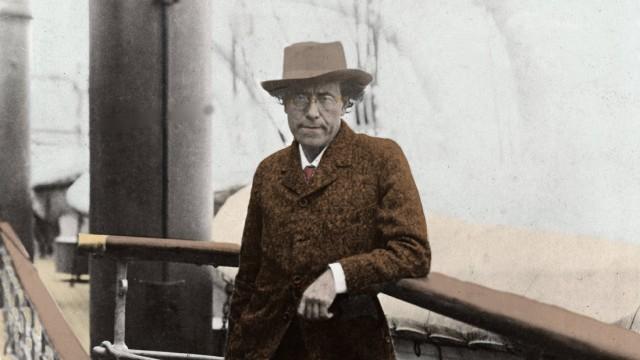 Portrait de Gustav Mahler sur le pont d un bateau 1910 Photographie AUFNAHMEDATUM GESCHÄTZT PUB