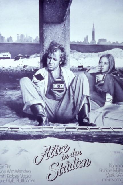 ALICE IN THE CITIES, (aka ALICE IN DEN STÄDTEN), Rudiger Vogler, Yella Rottlander, 1974 Courtesy Everett Collection !ACH