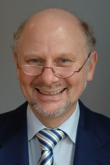 Franz Josef Düwell war Vorsitzender Richter am Bundesarbeitsgericht und ist Honorarprofessor an der Uni Konstanz.