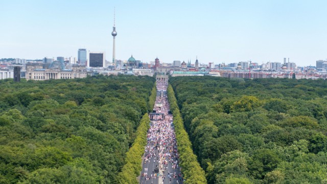 Berlin, Anti-Corona-Protest Deutschland, Berlin - 01.08.2020: Im Bild ist der Anti-Corona-Protest auf der Straße des 17