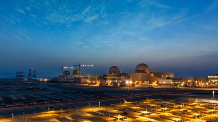 Golfregion: Das Atomkraftwerk Barakah in den Vereinigten Arabischen Emiraten liegt westlich der Stadt Ruwais nahe der Grenze zu Saudi-Arabien.