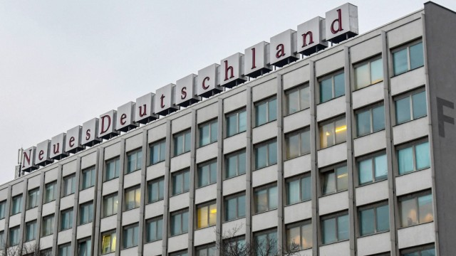 Schriftzug Neues Deutschland auf dem Verlagsgebäude in Berlin *** New Germany lettering on the publ
