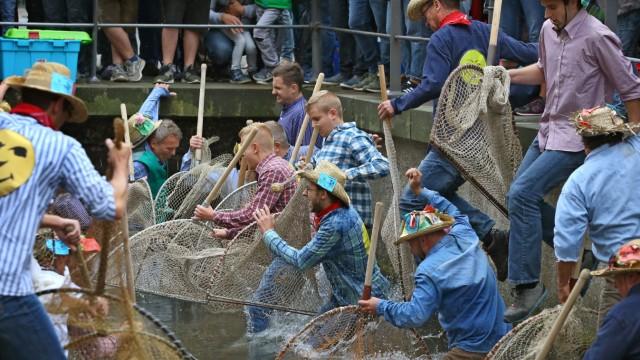 Gericht verhandelt über Aufnahme von Frauen bei Stadtfischern
