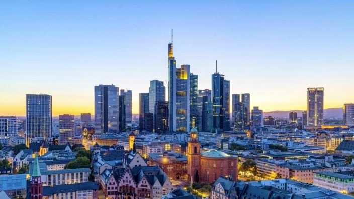 DEU, Deutschland, Frankfurt am Main, Hessen, 21.09.2019: Skyline von Frankfurt am Main. Blick auf das Bankenviertel von