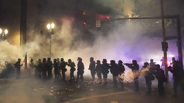 Bundespolizei geht in Portland gegen Demonstranten vor