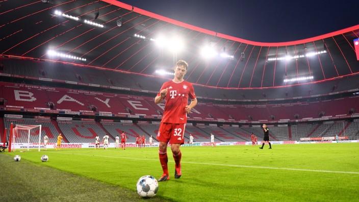 Fussball Joshua Kimmich (Bayern) vor leeren Raengen in der Allianz Arena Muenchen, 10.06.2020, Fussball, DFB-Pokal, Hal