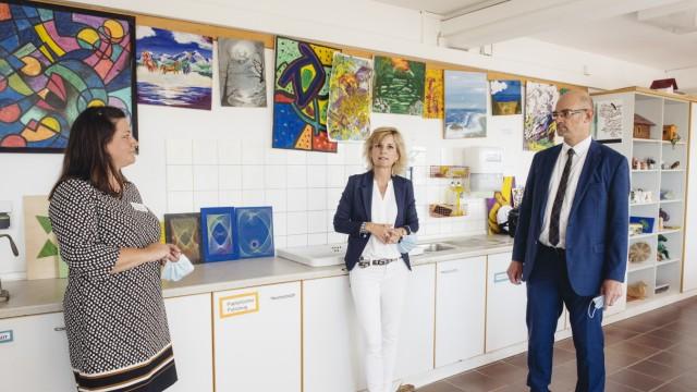 Haar, kbo-Isar-Amper-Klinikum München-Ost, Drogenbeauftragte des Bundes Daniela Ludwig informiert sich über die Suchthilfe