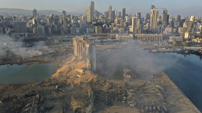 Leserdiskussion: Am Dienstagabend ist es in Beirut zu einer schweren Explosion gekommen. Eine große Menge Ammoniumnitrat könnte die Detonation verursacht haben, das ohne Sicherheitsvorkehrungen in einer Halle am Hafen gelagert wurde.