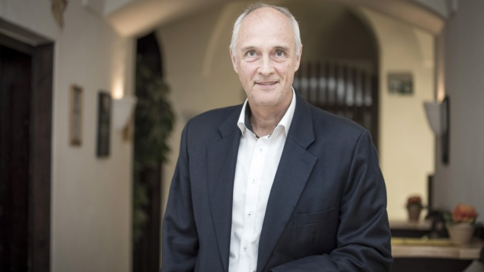 Nach der Kommunalwahl: Vom Manager in der Wirtschaft zum Manager einer Gemeinde: Der neue Bürgermeister von Seefeld, Klaus Kögel, ist seit 100 Tagen im Amt.