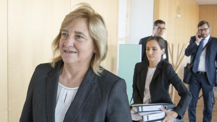 Justizministerin vor Rechtsausschuss