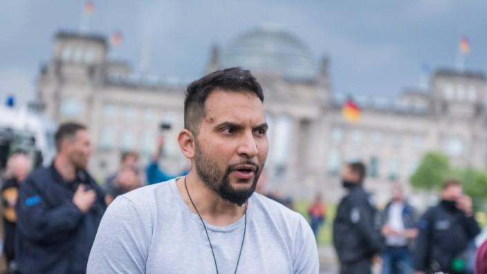 Coronavirus, Proteste in Berlin Deutschland, Berlin - 23.05.2020: Im Bild ist Attila Hildmann (Vegan-Starkoch) zu sehen
