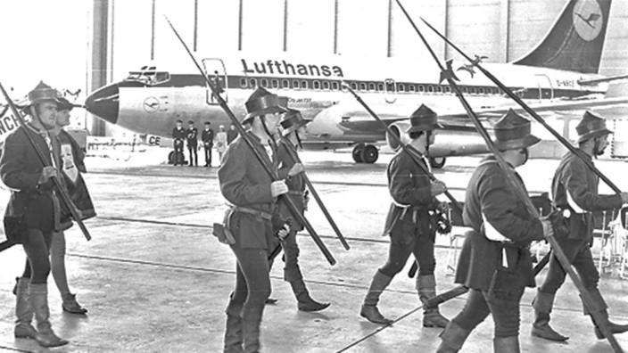 """Pressebild der Flughafen München GmbH: Flugzeugtaufe der """"Landshut"""" in Riem"""