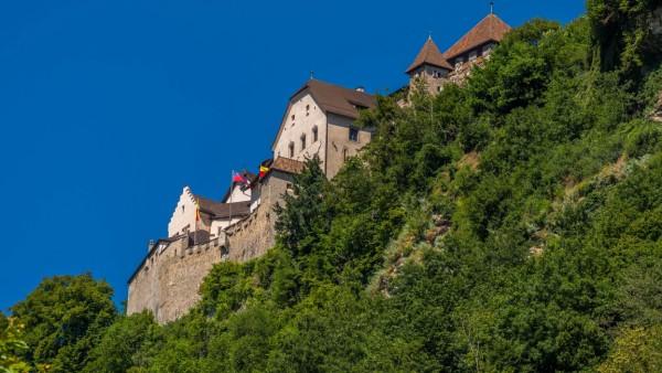 Schloss Vaduz Sitz des Fürstenhauses und Wahrzeichen der Hauptstadt Vaduz Fürstentum Liechtenstein