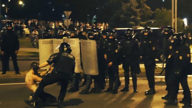 Lukaschenko-Sieg in Belarus: Zahlreiche Protestierende werden festgenommen - wie hier in Minsk.