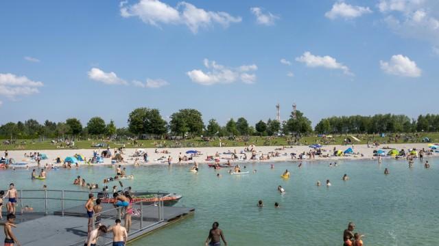 Erholungsgebiete: Am Riemer See wurden am Samstag 5000 Badegäste gezählt.