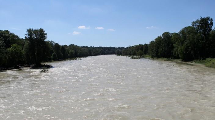 Der WildflussIsar führt momentan Hochwasser.
