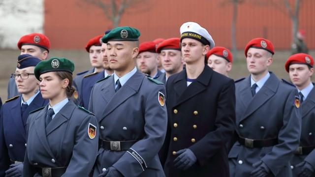 Rekrutinnen und Rekruten beim Gelöbnis in der Hans Joachim von Zieten Kaserne in Beelitz Brandenbur