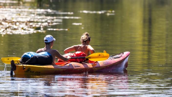 Deutschland Reise: Paddler in der Mecklenburgische Seenplatte auf dem Vilzsee