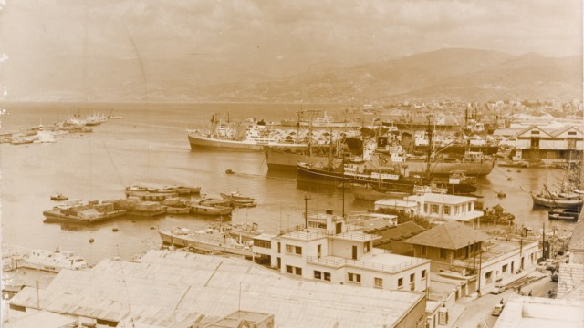 Port of Beirut, 1925-1935, gelatin silver developing-out paper. Jorge Abud Chami Collection, courtesy of the Arab Image Foundation, Beirut