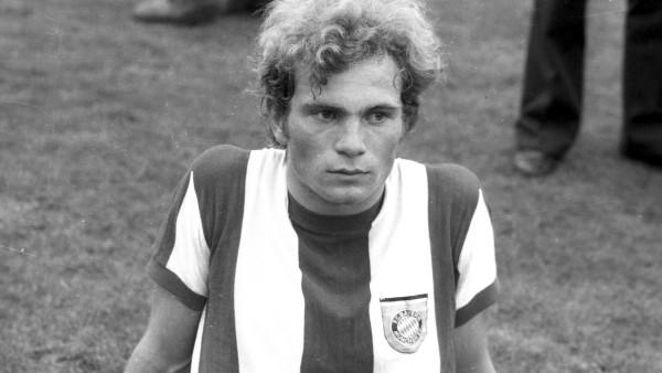 Uli Hoeness (FC Bayern München) im Portrait. Aufn.09.ß8.1970 *** Uli Hoeness FC Bayern Munich in portrait Aufn 09 ß8 197; Hoeneß