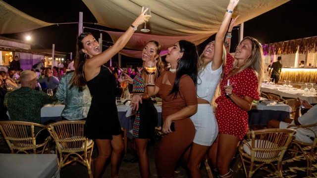 Corona Jugendliche Feiern