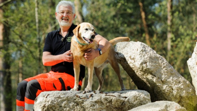 Training für die Rettungshundestaffel in Hochbrück, 2020
