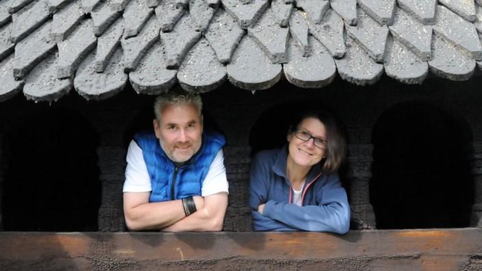 Anja Roesner und Lutz Stickeln in der Stabkirche Borgund
