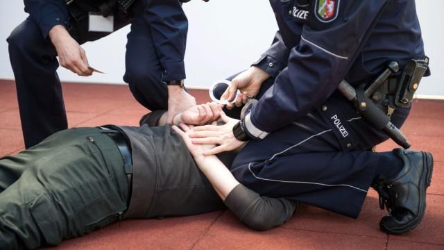 Polizei Festnahme Gewalt