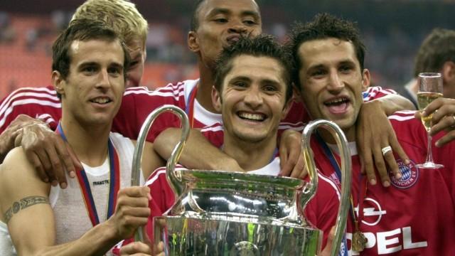 Fußball, FC Bayern München, Champions League Sieger 2001 V.l.n.r.: Mehmet Scholl, Bixente Lizarazu, Paulo Sergio und Has; Bixente Lizarazu 2001